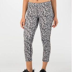 Nike Women's Pronto ESSENTIAL Running Crop Pants